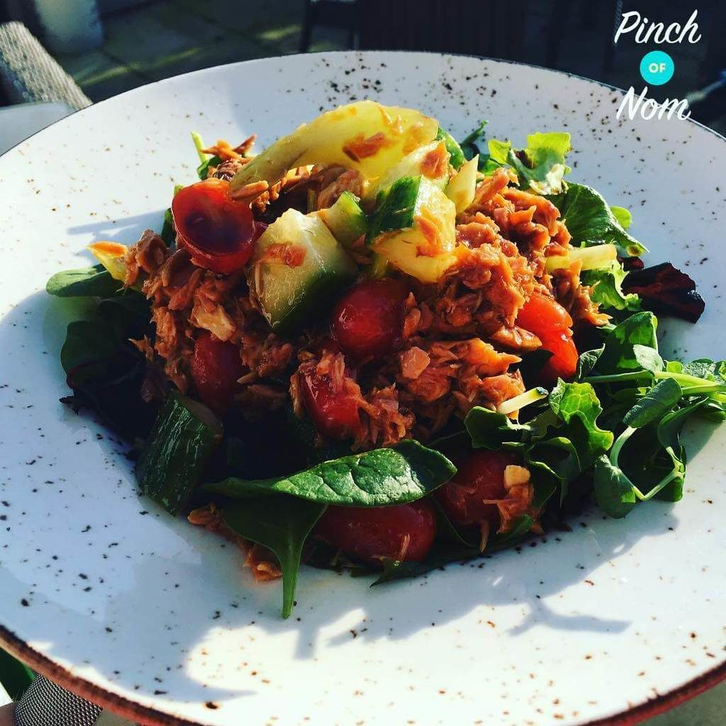 Nice day for a salad! The sun is shining, is Spring really here?!?!? Tuna, mackerel, sweet chilli bit of lemon with spinach, peashoots and lettuce. #slimmingworld #slimmingworlduk #slimmingworldusa #slimmingworldfamily #slimmingworldmotivation #slimmingworldmafia #slimmingworldjourney #sw #swuk #swinstagram #healthyeating #weightloss #weightlossjourney #salad #spring #tuna #mackeral